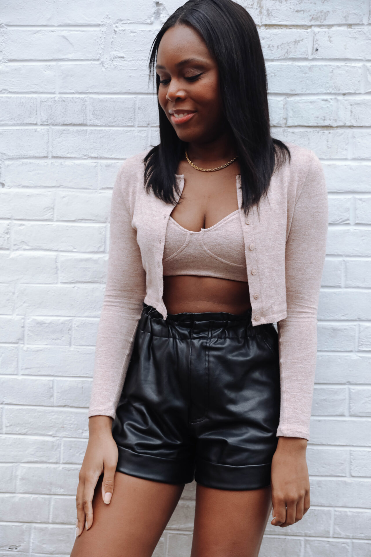 How to wear leather shorts in the fall - le fab chic - crop