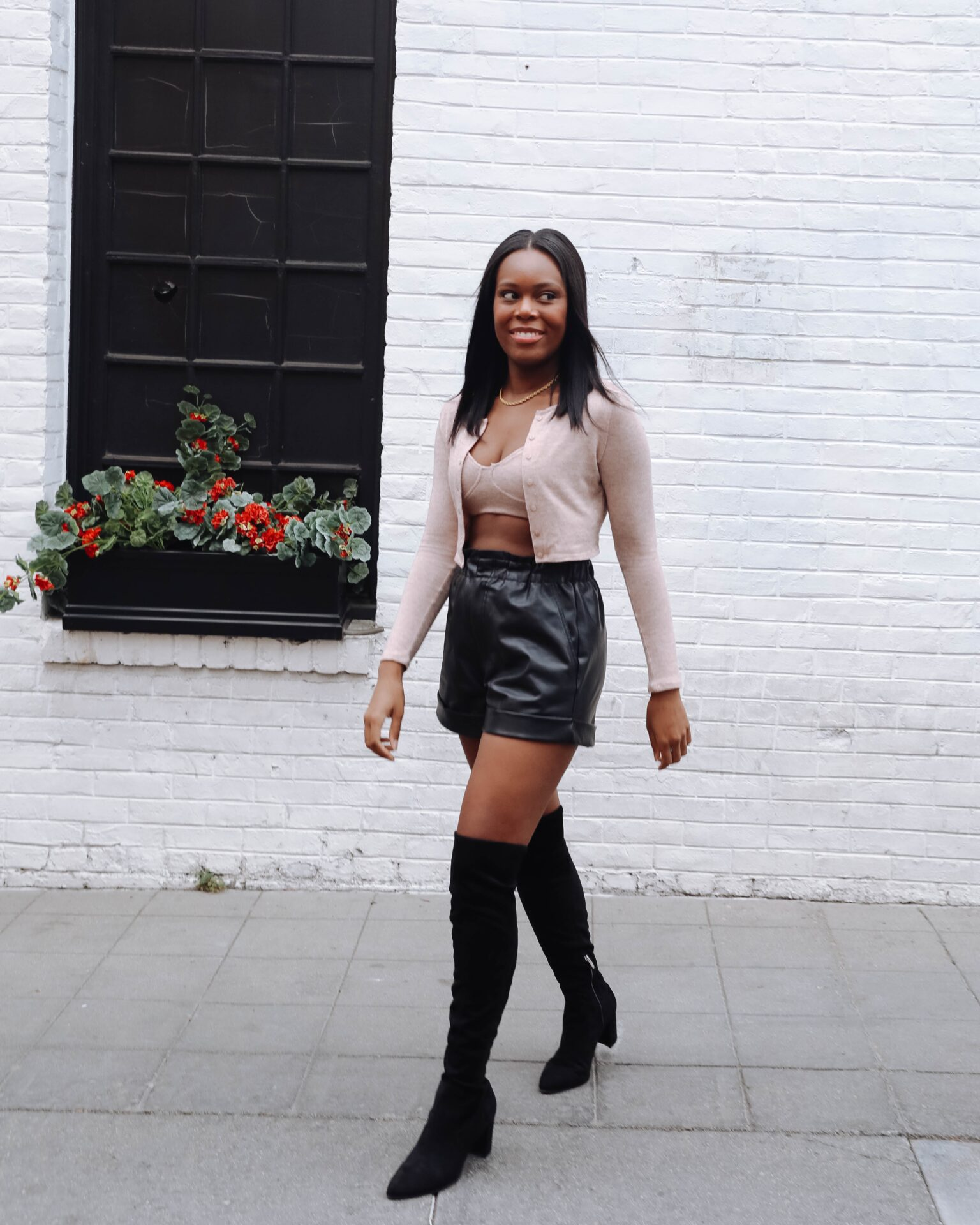 How to wear leather shorts in the fall - le fab chic